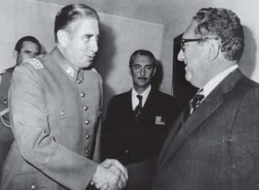 Chiles Diktator Augusto Pinochet und Henry Kissinger