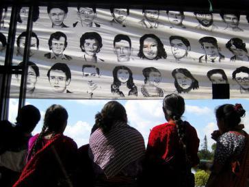 Angehörige fordern die Verurteilung von Efrain Ríos und erinnern an die Verschwundenen (Natasha Pizzey-Siegert)