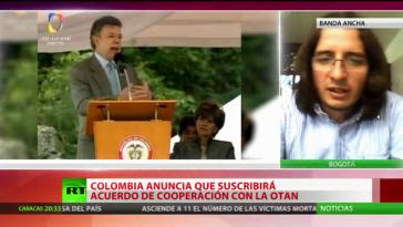 Präsident Santos bei seiner Rede am Samstag. Rechts im Bild der Sprecher der Marcha Patriótica, David Flórez