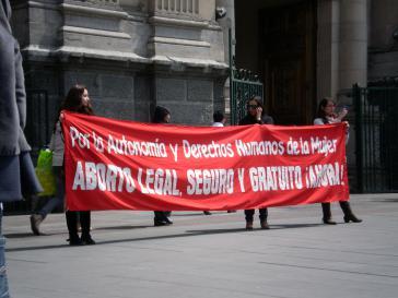 """Demonstration gegen das Abtreibungsverbot: """"Abtreibung legal, sicher und kostenlos - jetzt!"""""""