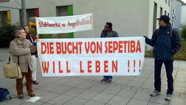 Protest während der ThyssenKrupp-Hauptversammlung 2011 in Bochum
