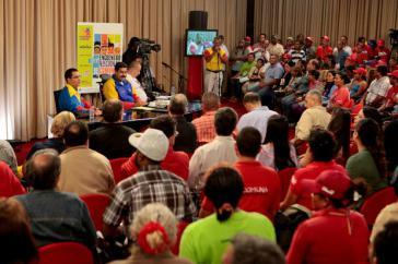 Präsident Maduro, Minister, Aktivisten der Kommunen