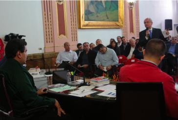Präsident Maduro mit Vertretern der Opposition am Mittwoch in Caracas