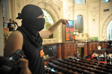 Protest gegen das neue Gesetz in Rio - vermummt natürlich