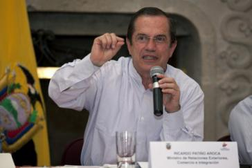 Außenminister Ricardo Patiño bei der Pressekonferenz am heutigen Freitag