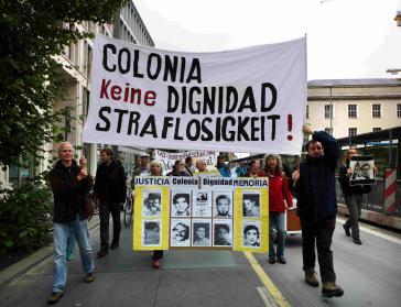 Auch in Deutschland wird die Verfolgung der Täter gefordert: Demonstrationszug vor dem Auswärtigen Amt in Berlin (2013)
