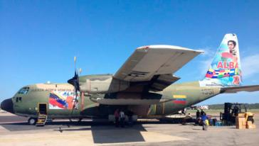 Die C130 Hercules-Maschine der venezolanischen Luftwaffe bringt 12 Tonnen Hilfsgüter für die Bevölkerung im Gaza-Streifen nach Ägypten