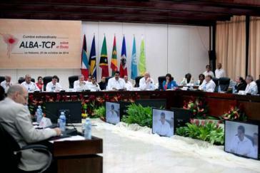 ALBA-Gipfel zu Ebola: Venezuelas Präsident Nicolás Maduro (Mitte) plädierte auch für ein baldiges Treffen der größeren Gemeinschaft der Lateinamerikanischen und Karibischen Staaten (CELAC)