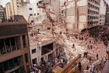 Das Gebäude der Israelitisch-Argentinischen Vereinigung (AMIA) in Buenos Aires nach dem Anschlag vom 18. Juli 1994