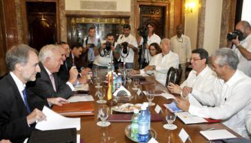 Spaniens Außenminister José Manuel García-Margallo und seine Delegation beim Treffen mit dem kubanischen Außenminister Bruno Ródriguez