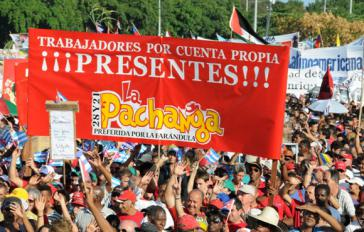 """""""Arbeiter auf eigene Rechnung"""" der Cafeteria La Pachanga  bei der 1.-Mai-Kundgebung in Havanna"""