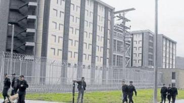 """Außenaufnahme des Gefängniskomplexes """"Comeb Eron Picota"""" bei Bogotá"""