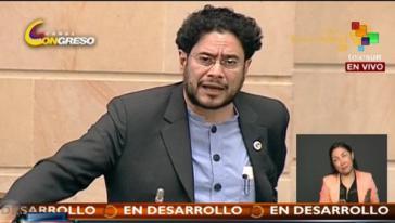 Der Senator für die Partei Polo Democrático, Ivan Cepeda, bei der Debatte im Kongress