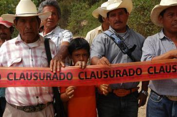 """Hier hat das Bergbauunternehmen Blackfire auf Ejido-Land für Explorationsarbeiten Tatsachen geschaffen: Zugang zum Land """"geschlossen""""  (in Chiapas, 2010)"""