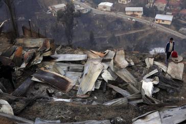 Zerstörungen durch das Feuer auf dem Hügel La Cruz