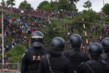 Polizeieinsatz gegen Protestierende in San Juan Sacatepéquez im Juli 2013