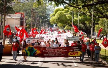 Juli 2013: Arbeiter demonstrieren für die Einführung der 40-Stunden-Woche