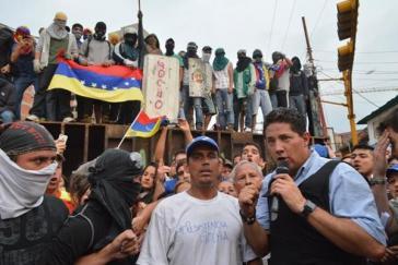 Im Fronteinsatz für CNN: Fernando Del Rincón, hier in San Cristóbal, einem Zentrum der gewalttätigen Demonstrationen der venezolanischen Opposition