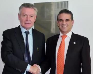 Der Handelminister Ecuadors, Francisco Rivadeneira (rechts), mit dem Europakommissar für Handel, Karel de Gucht,