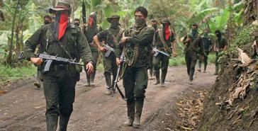Gruppe der ELN auf Patrouille in Kolumbien