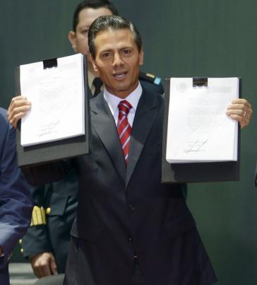 Mexikos Präsident Enrique Peña Nieto nach der Verabschiedung und Unterzeichnung der Gesetze über die Energiereform am 11. August