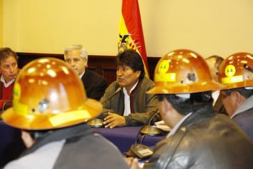 Präsident Evo Morales mit Vertretern der Gewerkschaft Fencomin am Donnerstag