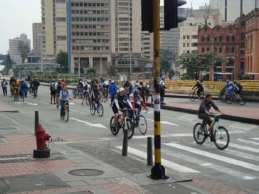Jeden Sonntag nutzen eine Million Freizeitradler die zu Radwegen umfunktionierte