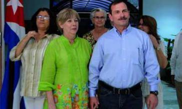 Fernando González nach der Ankunft in Kuba mit seiner Frau