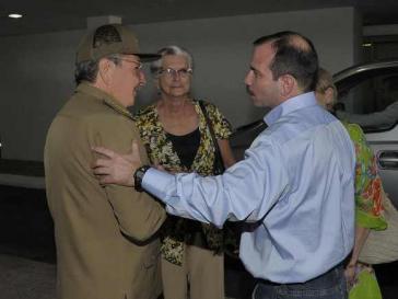 Kubas Präsident Raúl Castro mit Fernando González