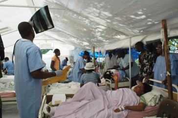 Kubanische Ärzte im Hospital Saint Michel Jacmel in Haiti