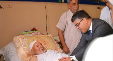 Venezuelas Außenminister Elias Jaua besucht Palästinenser, die bei den israelischen Angriffen verletzt wurden, in einem Krankenhaus in Kairo