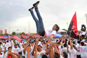 Jugendliche Sandinisten feiern in Managua den Sieg der Revolution