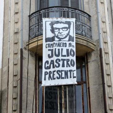 Transparent in der Altstadt von Montvideo zum Gedenken an Julio Castro. Vor diesem Haus war der 68-jährige am 1. August 1977 verhaftet worden
