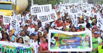 """Vertriebene bei einer Demonstration """"Für Land, das Leben und den Frieden"""""""