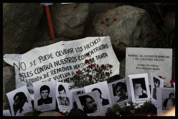 Am Mahnmal für die Ermordeten und Verschwundenen: Auch 24 Jahre nach dem Ende der Diktatur ist die Mehrheit der Verbrecher noch auf freiem Fuß