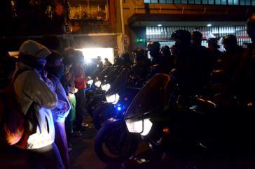 Motorradstaffel der Polizei gegen Demonstrierende