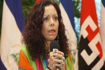 Regierungssprecherin Rosa Murillo bei einer Pressekonferenz zur Nothilfe im Erdbebengebiet