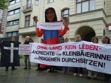Protest vor der paraguayischen Botschaft in Berlin anlässlich des Gerichtsprozesses zum Fall des Massakers von Curuguaty