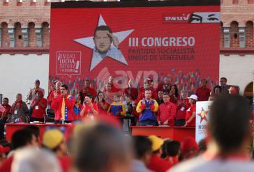 Podium beim Parteitag mit Präsident Maduro und anderen Spitzenpolitikern der PSUV