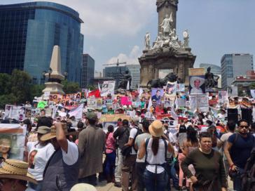 Tausende Menschen versammelten sich im Zentrum von Mexiko-Stadt um Aufklärung einzufordern über das Schicksal von verschwundenen Angehörigen