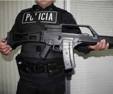 Mexikanischer Polizist mit dem G36 von Heckler&Koch aus Deutschland