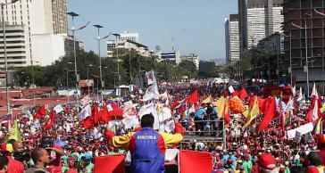 Präsident Maduro spricht bei der Kundgebung auf der Avenida Bolívar