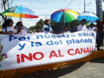 """""""Für unsere Gesundheit und für jene des Planeten –  Nein zum Kanal"""", stand auf einem Transparent"""