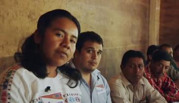 Versammlung von Kleinbauernfamlien aus Mexiko und Guatemala. (Screenshot aus dem Dokumentarfilm 'Mujer Semilla' von Fernanda Rivero)