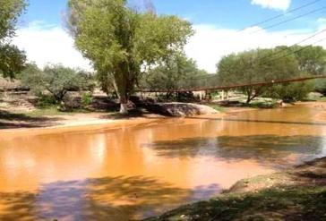 Von Schwefelsäure rot verfärbt: Der Rio Bacanuchi