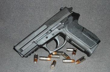 Die Sig Sauer Pistole vom Typ 2022 wird von der Nationalpolizei Kolumbiens eingesetzt
