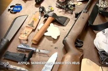 Bei der Festnahme der drei Neonazis beschlagnahmte Waffen