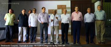 Vertreter der Friedensdelegationen der FARC (links) und der Regierung (rechts) verlesen am 3. Dezember ihr gemeinsames Kommuniqué