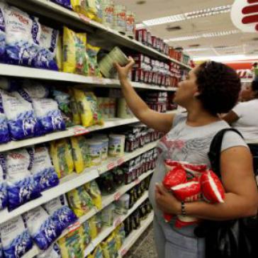 Der Verkauf von Grundnahrungsmitteln in Supermärkten soll künftig in Venezuela strenger kontrolliert werden