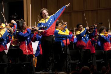 Christian Vásquez leitet das Teresa Carreño Youth Orchestra of Venezuela